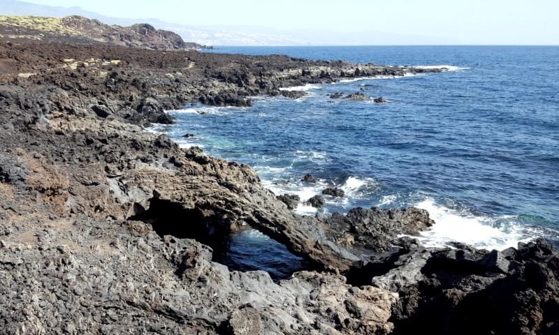 Lava in de zee. Malpais de Güimar.