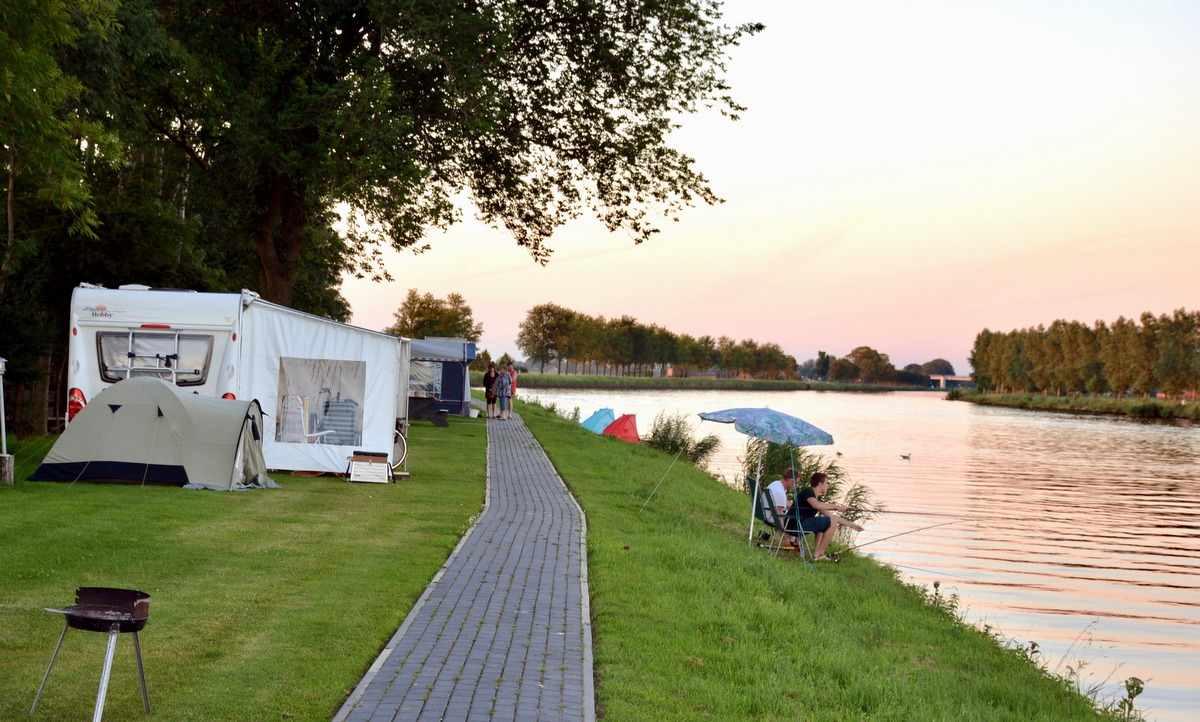 De 4 Elementen, camping aan het water