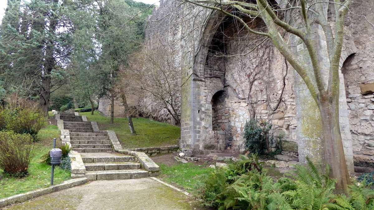 De oude stadsmuur Girona