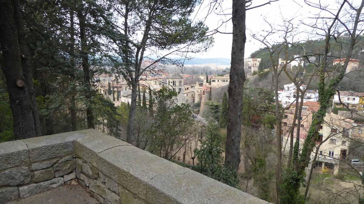 Zicht vanaf de oude stadsmuur - Girona