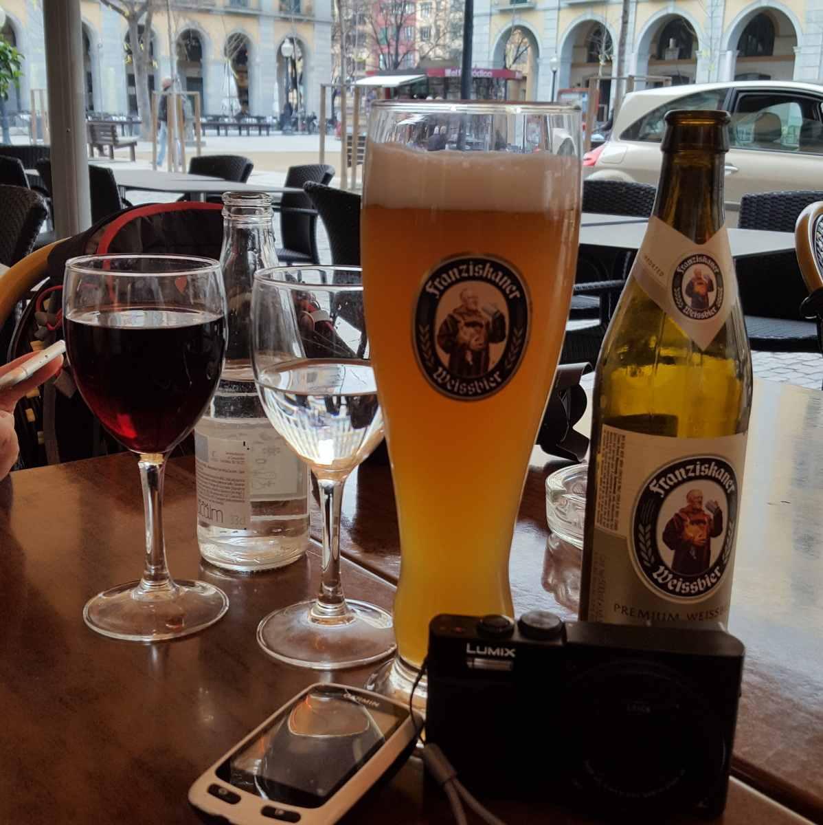 een drankje op Plaza de la Independencia.
