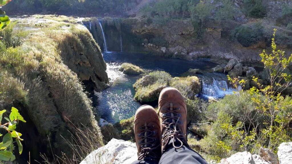 Kijken naar de waterval - Krupa - Berghen schoenen