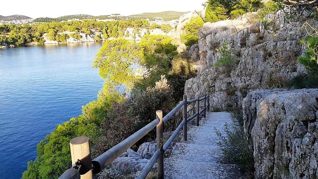 Kroatië | Doen in Šibenik: wandelen langs het kanaal van Sveti Ante