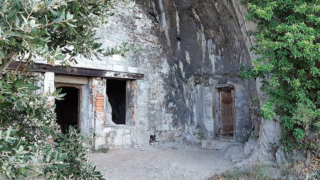 Kroatië | Doen in Šibenik: wandelen langs het kanaal van Sveti Ante -Kapel van Sint Anthony