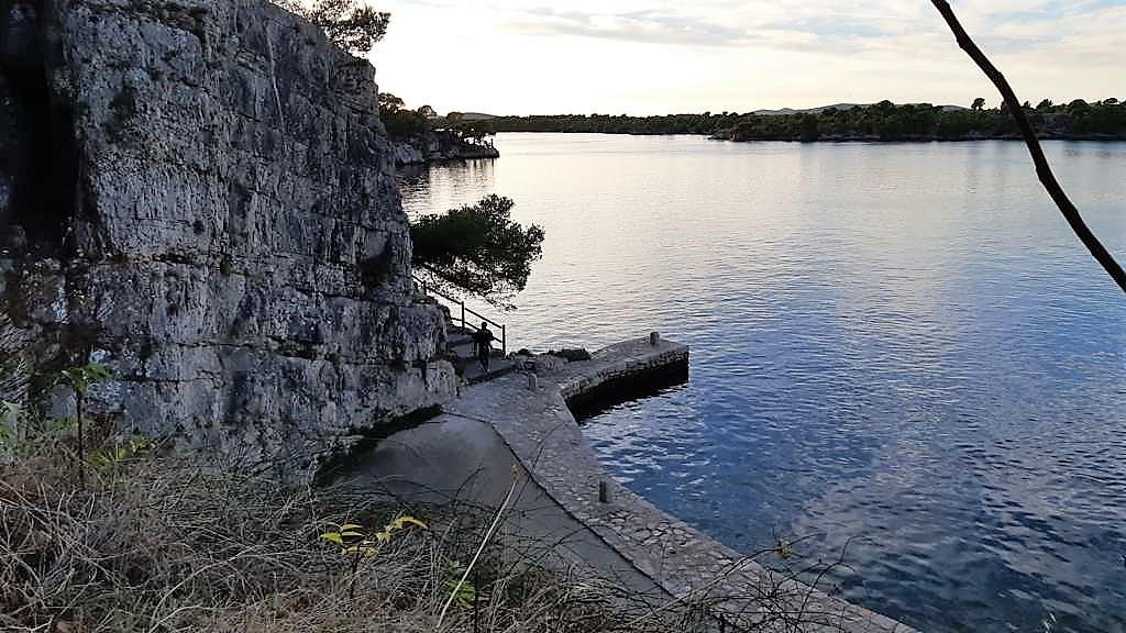Kroatië | Doen in Šibenik: wandelen langs het kanaal van Sveti Ante -Uitzicht vanaf Kapel van Sint Anthony