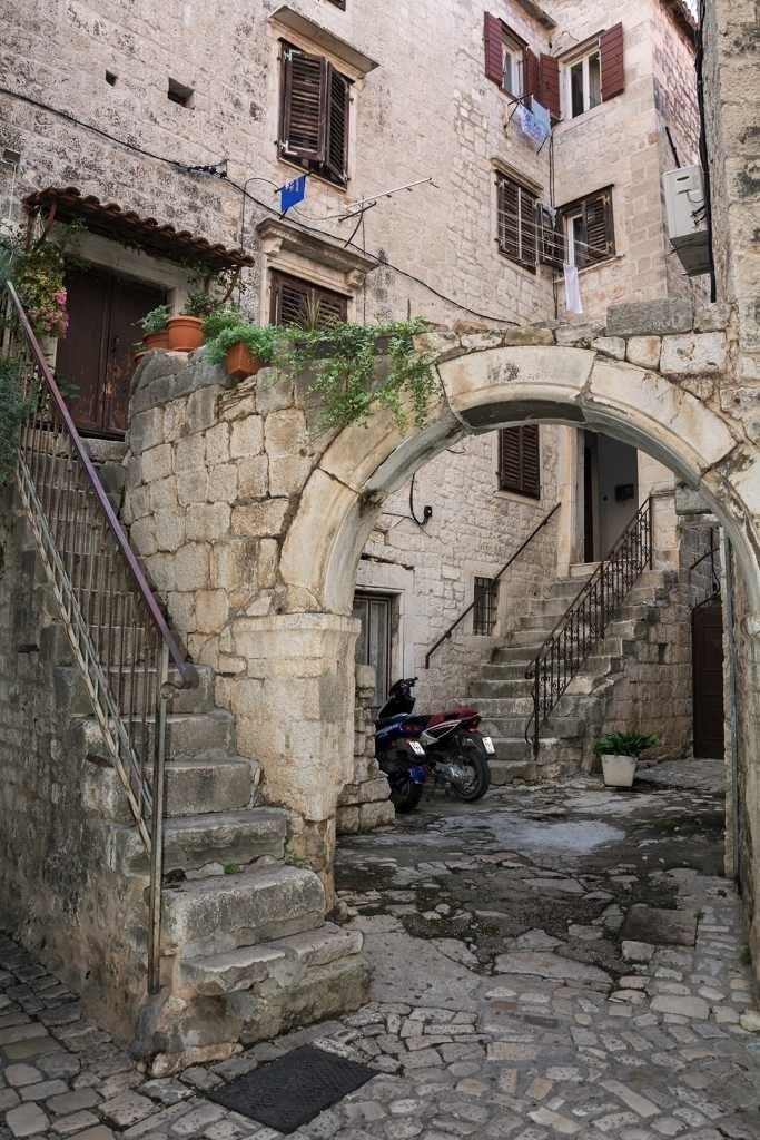 old-mediteranean-city-house (2) Free Photo