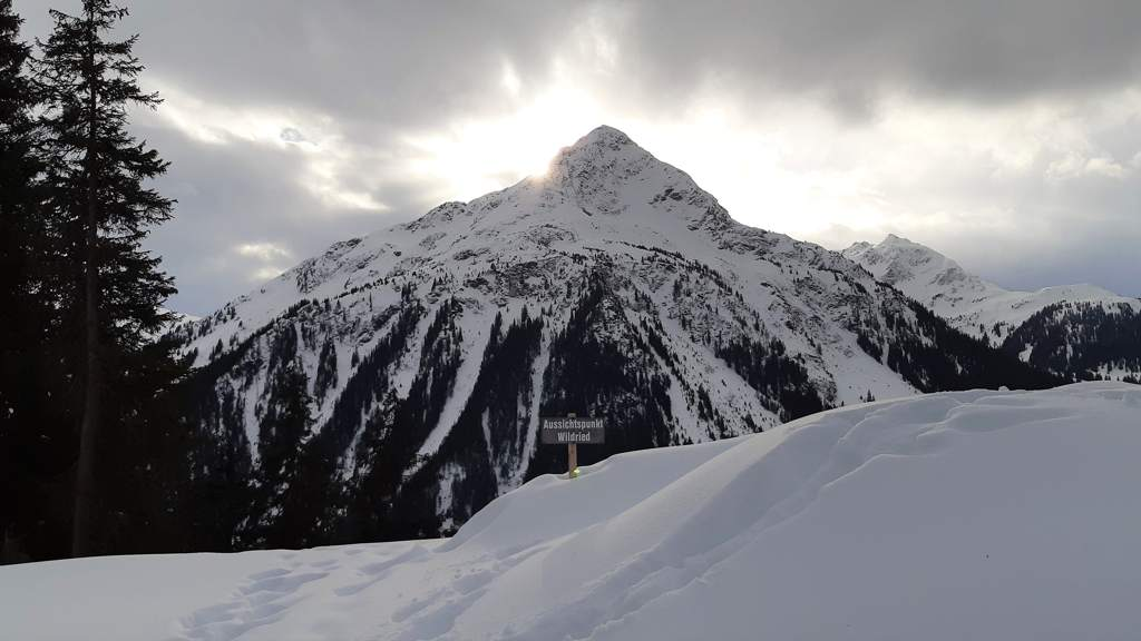 Zicht op de Hochjoch 2520 m vanaf de panoramaloipe Kristberg