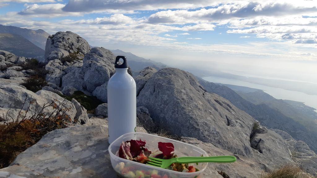 Lunchen op de top van Bojin kuk