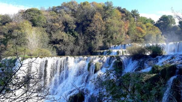 Krka watervallen - wandelvrouw