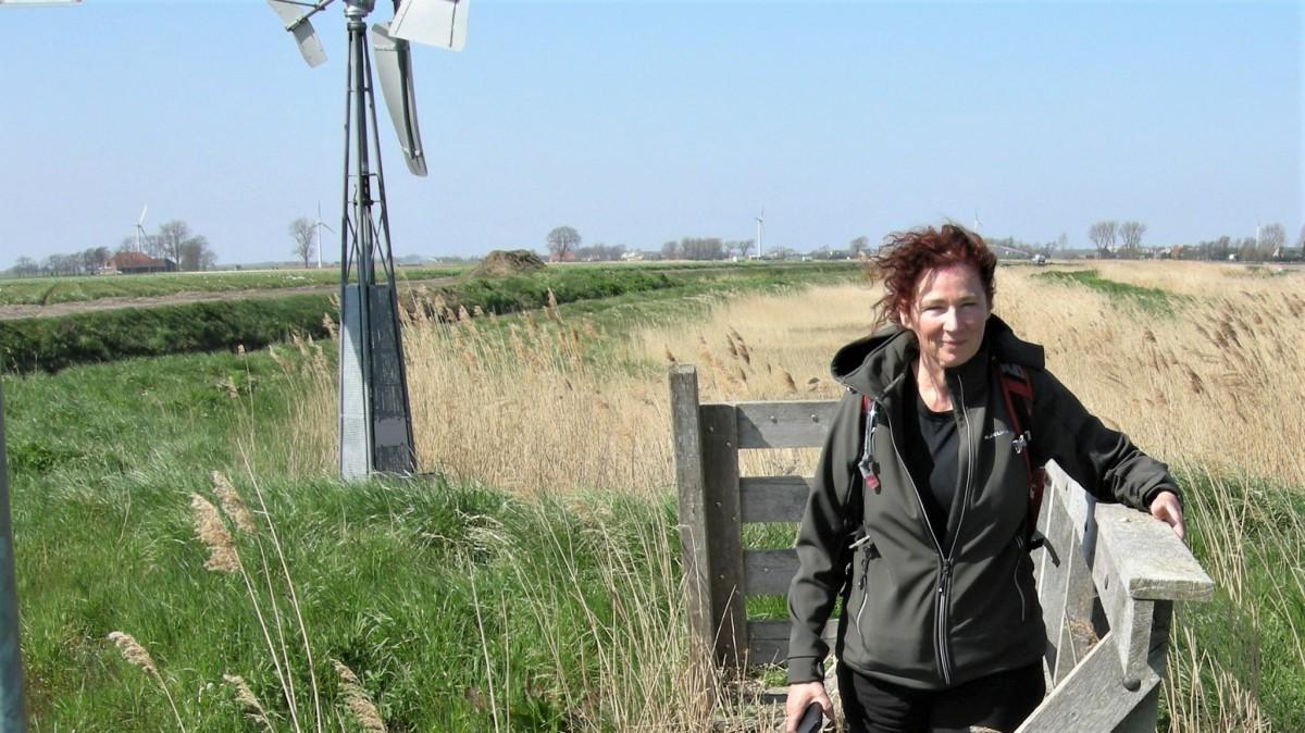 Wandelvrouw - Noord-Hollandpad etappe 4: Wandelen van Julianadorp naar Wieringenwaard